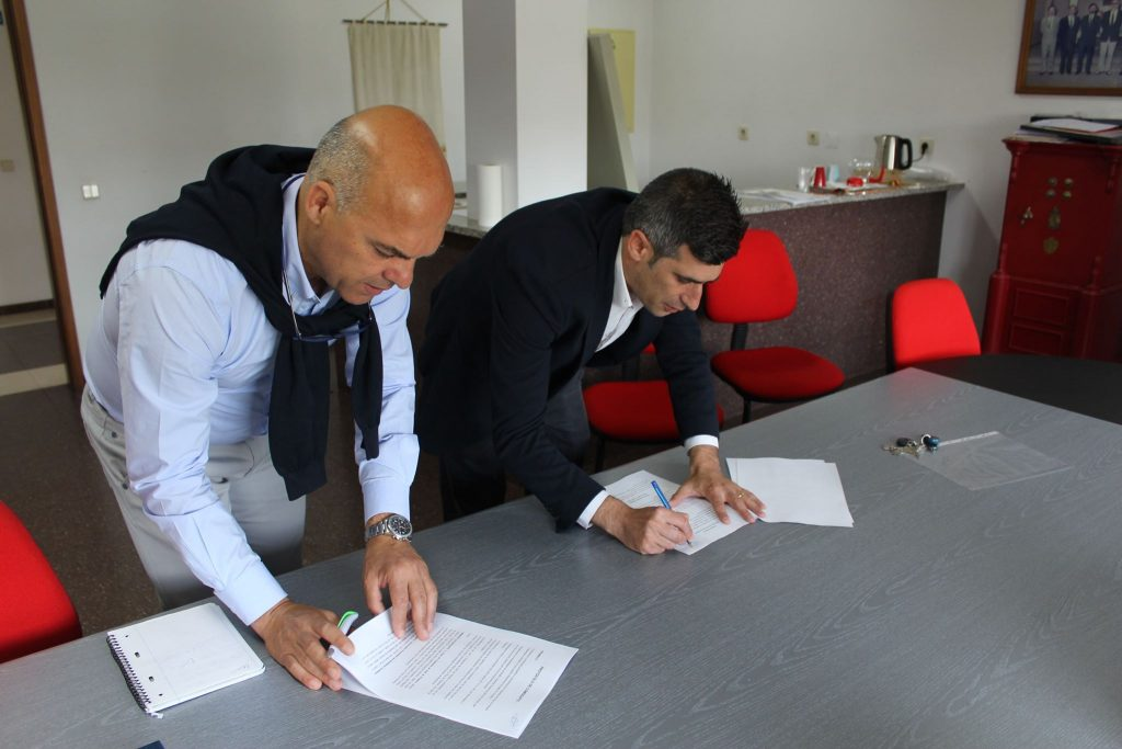 Assinatura de Protocolo de Cooperação. Engenheiro Renato Lapa da AHBVVC e José Pereira, Presidente da Junta de Vilar do Pinheiro