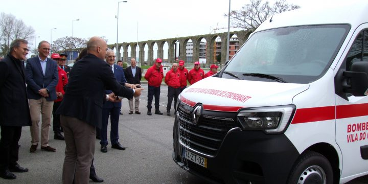 Bênção de uma nova Ambulância de transporte de doentes